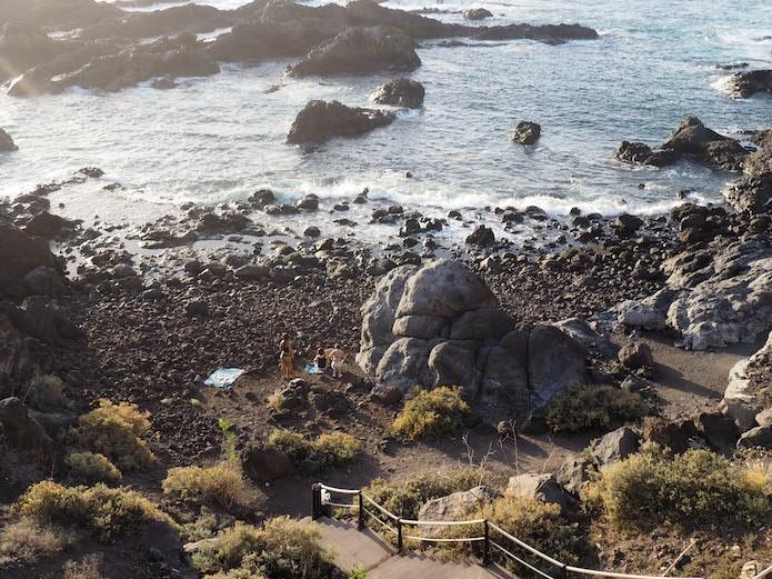 Kolejna plaża, bardzo kamienista, usytuowana w bezpośredniej bliskości naszego hotelu.